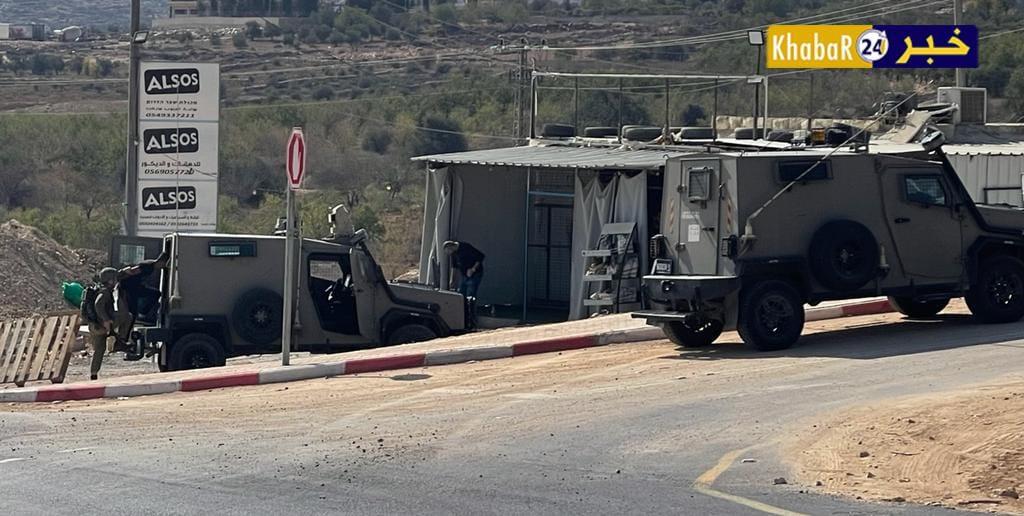قوات الاحتلال تعتقل شابا بعد مطاردته جنوب الخليل