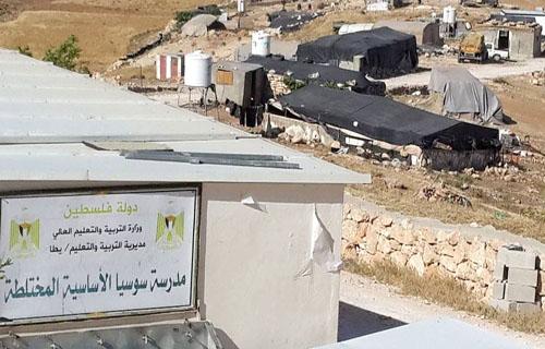 عاجل.. قوات الاحتلال والمستوطنون يعتدون على المواطنين ودبلوماسيين أجانب في خربة سوسيا جنوب الخليل
