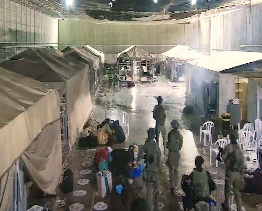 السجانون اعتدوا على أسرى مكبلين بوحشية في سجن النقب الصحراوي