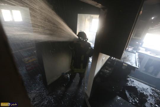 بالفيديو : اخلاء اصابتان و السيطرة على حريق شقة في عمارة سكنية جنوب الخليل