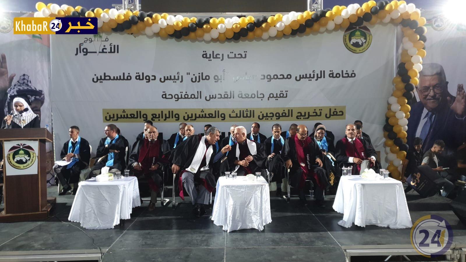 حفل تخريج طلاب جامعة القدس المفتوحة في الخليل