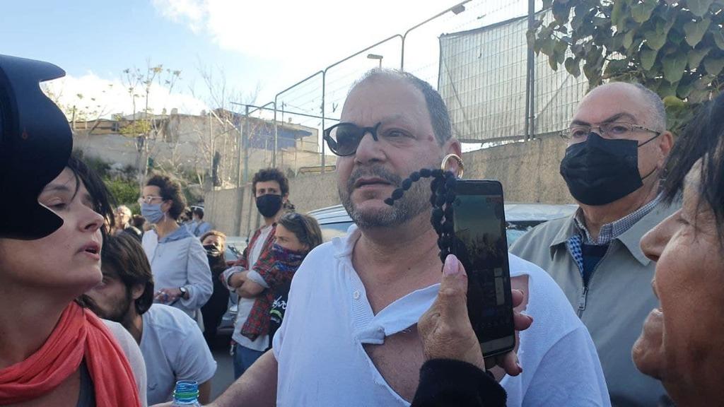الشرطة الإسرائيلية تعتدي على النائب عوفير كسيف بالضرب المبرح
