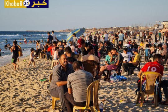 بين شاطئ البحر والمتنزهات يقضي الغزيون ثاني أيام عيد الأضحى.