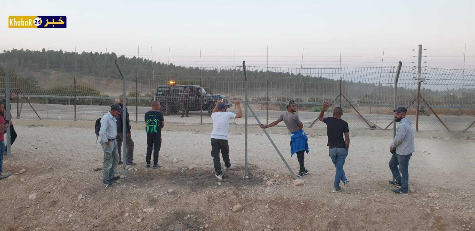 الاحتلال يمنع العمال من التوجه لأماكن عملهم عبر فتحات الجدار جنوب الخليل