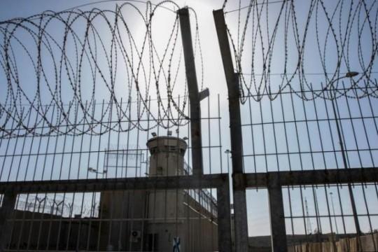 7 أسرى يواصلون إضرابهم المفتوح عن الطعام