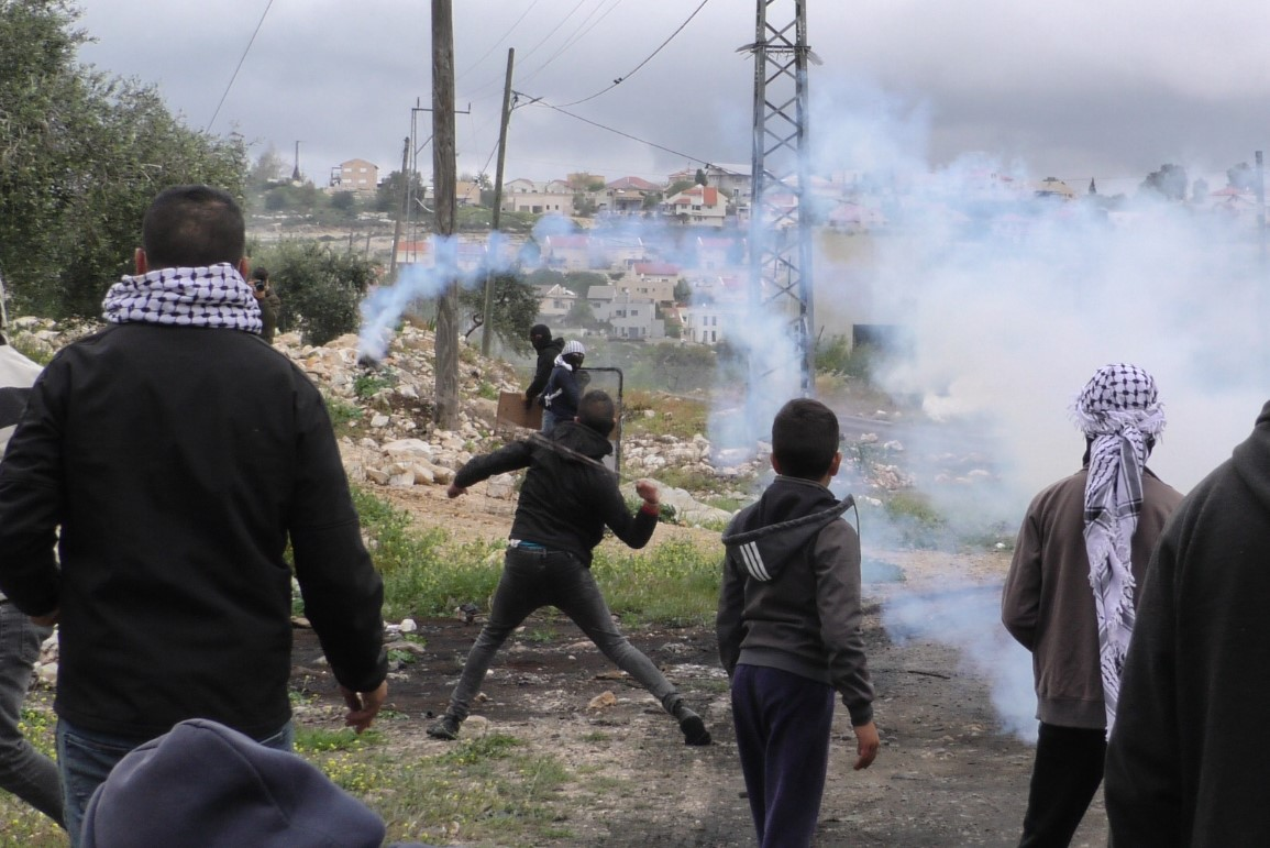 إصابات بحالات اختناق بالغاز المسيل للدموع في مسيرة كفر قدوم