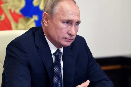 بوتين ينفي تقارير تزويد روسيا لإيران بقمر اصطناعي متطور