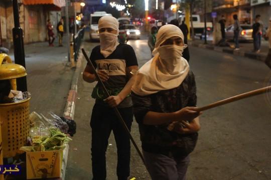 مواجهات بين الشبان و قوات الاحتلال في منطقة باب الزاويه وسط الخليل