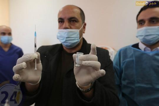 تطعيم الطواقم الطبية في مستشفي دورا