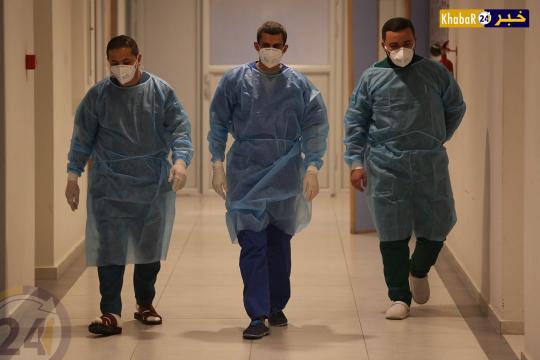 الطواقم الطبية في مستشفى دورا المخصص لاستقبال مرضى كورونا