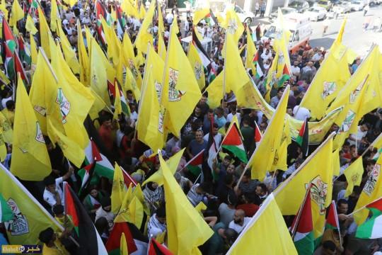 عشرات الآلاف يشاركون في مسيرة جماهيرية في الخليل دعما للرئيس ونصرة للأسرى
