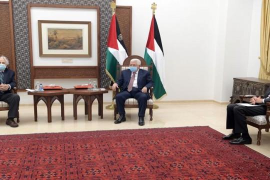 الرئيس يستقبل رئيس لجنة الانتخابات المركزية