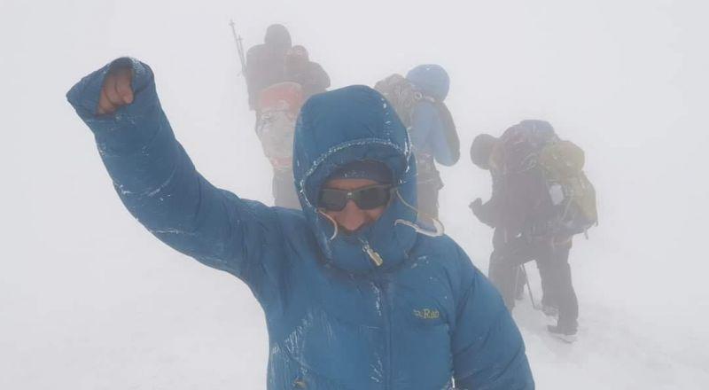 المغامر مزهر عبد الحليم من كفرمندا يتمكن من تسلق جبل في تركيا بارتفاع 5137 مترا