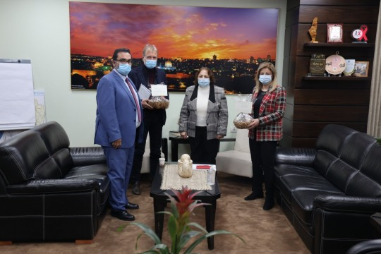 """وزيرة الصحة تبحث الوضع الوبائي ولقاح """"كورونا"""" مع مدير مكتب """"الصحة العالمية"""" في فلسطين"""