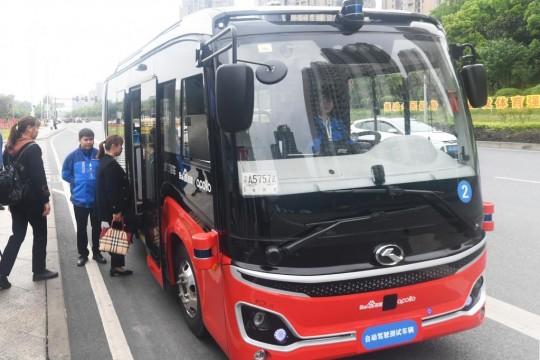 بدء تشغيل حافلة ذاتية القيادة في جنوب غربي الصين
