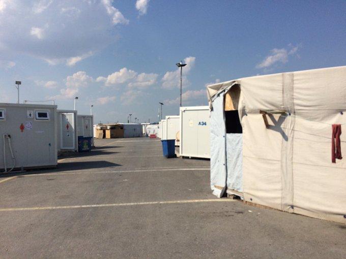 """الفلسطينيون في مخيم """"نيا كافلا"""" باليونان يشكون من العزلة وقسوة الانتظار"""