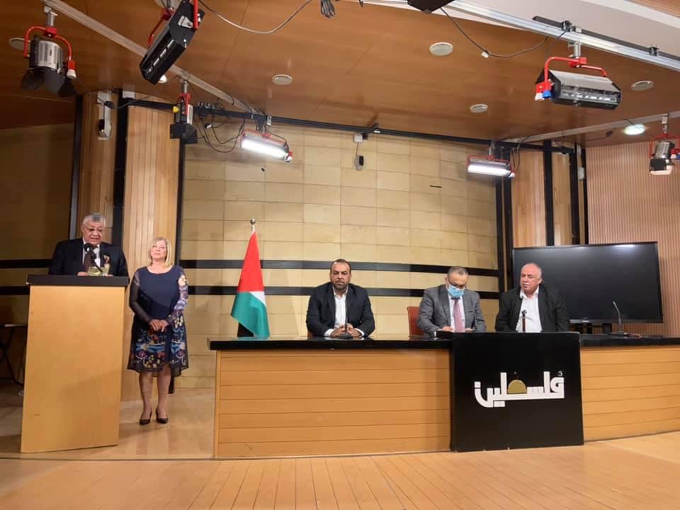نيابة عن الرئيس: أبو سيف يقلد عدداً من المبدعين وسام الثقافة والعلوم والفنون