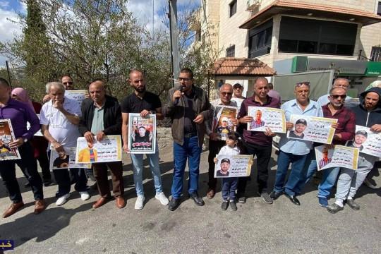 بالصور.. وقفة تضامنية مع الأسرى المضربين عن الطعام في بيت لحم