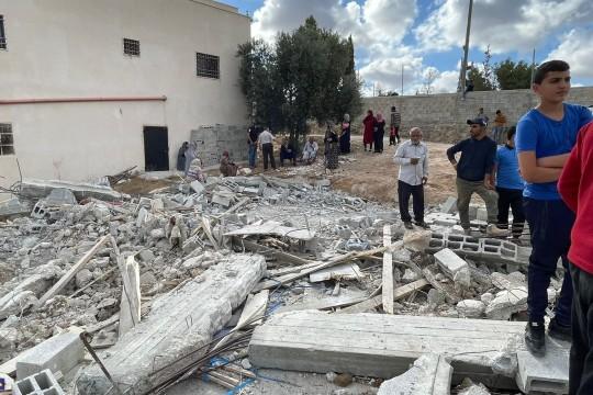 الاحتلال يهدم منزلا قيد الإنشاء غرب دورا جنوب الخليل