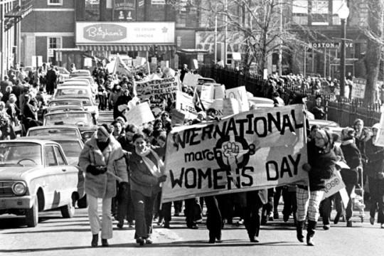 """هل تعرف قصة """"يوم المرأة العالمي""""؟"""