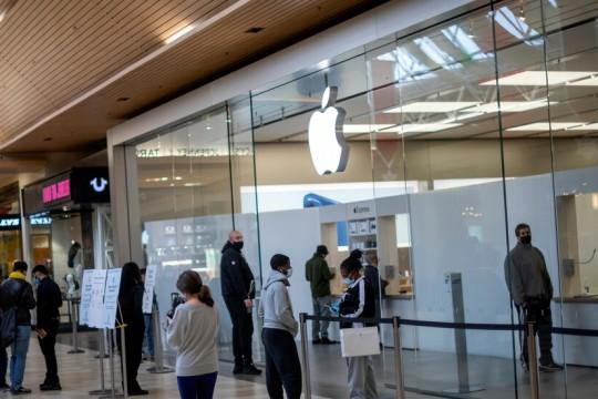 """""""أبل"""" تفتح جميع متاجرها في أمريكا للمرة الاولى منذ تفشي الجائحة"""