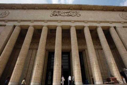 مصر.. الحكم بالمؤبد على أب اغتصب ابنته