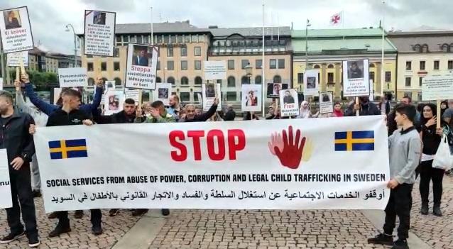 """مظاهرة في السويد ضد سحب """"دائرة الخدمات الاجتماعية"""" لقاصرين من عائلاتهم"""