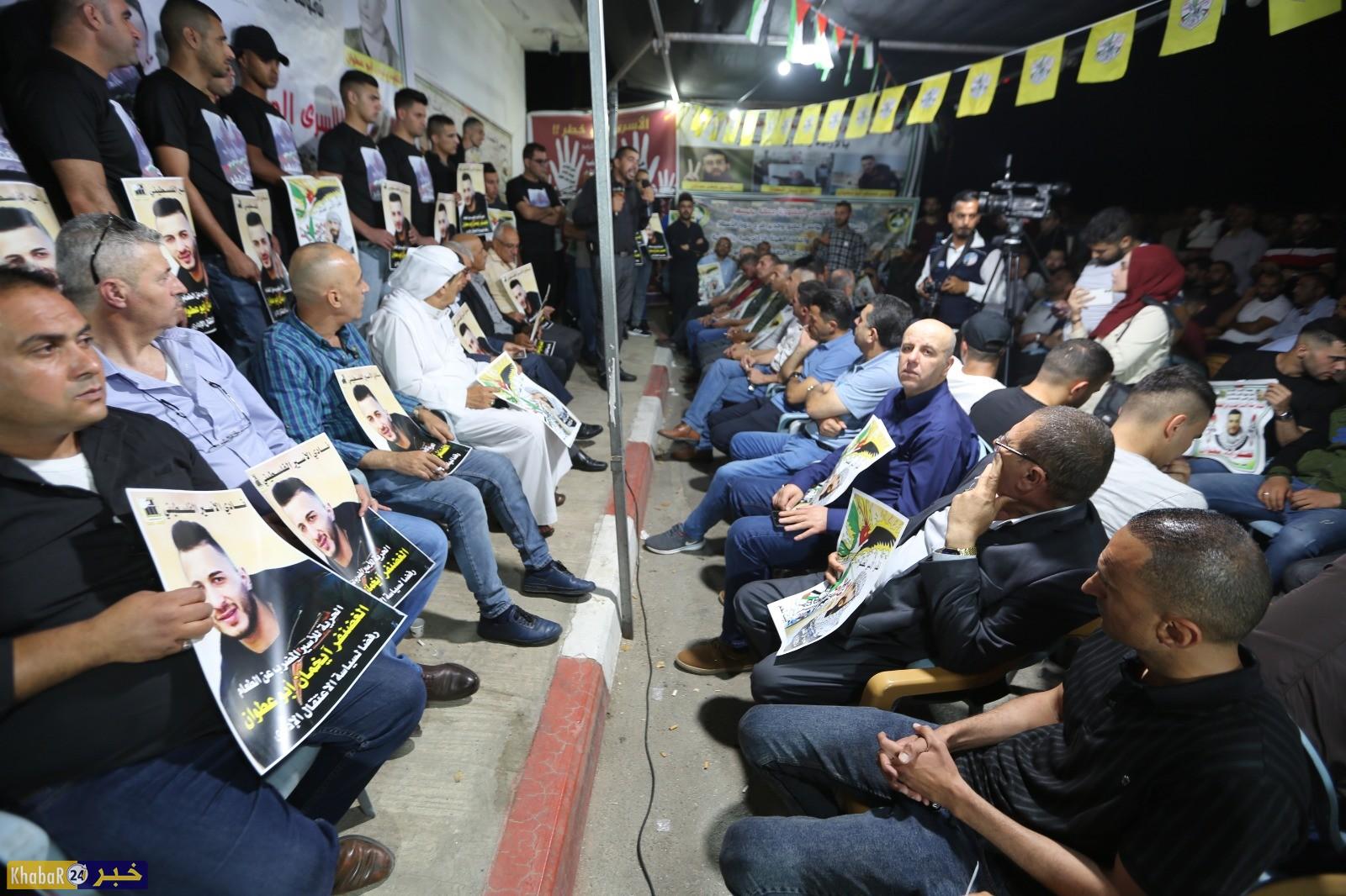 مئات المواطنين يشاركون في وقفة تضامن مع الاسير الغضنفر ابو عطوان المضرب عن الطعام لليوم الـ 61