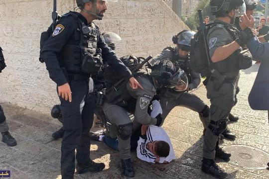 الاحتلال يعتقل مصورين صحفيين وفتاة من باب العمود