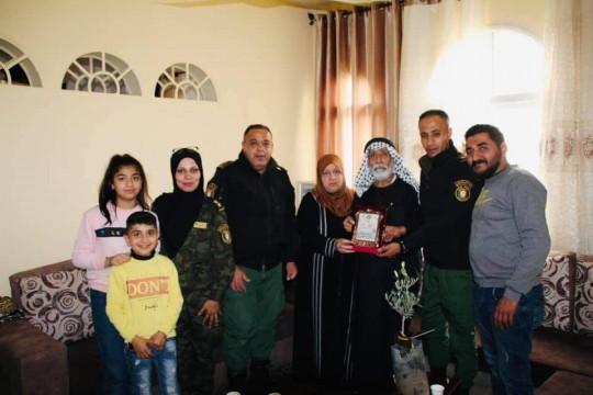 قوات الأمن الوطنيتزور عائلات شهداء منتسبيها في طولكرم