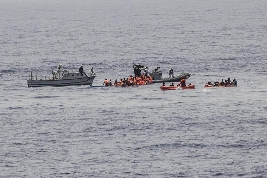 إنقاذ 123 مهاجراً غير نظامي يحملون جنسيات إفريقية قبالة السواحل التونسية