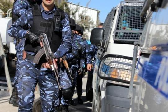 القبض على أحد مطلقي النار وضبط وذخائر وأسلحة بيضاء في بلدة قباطية