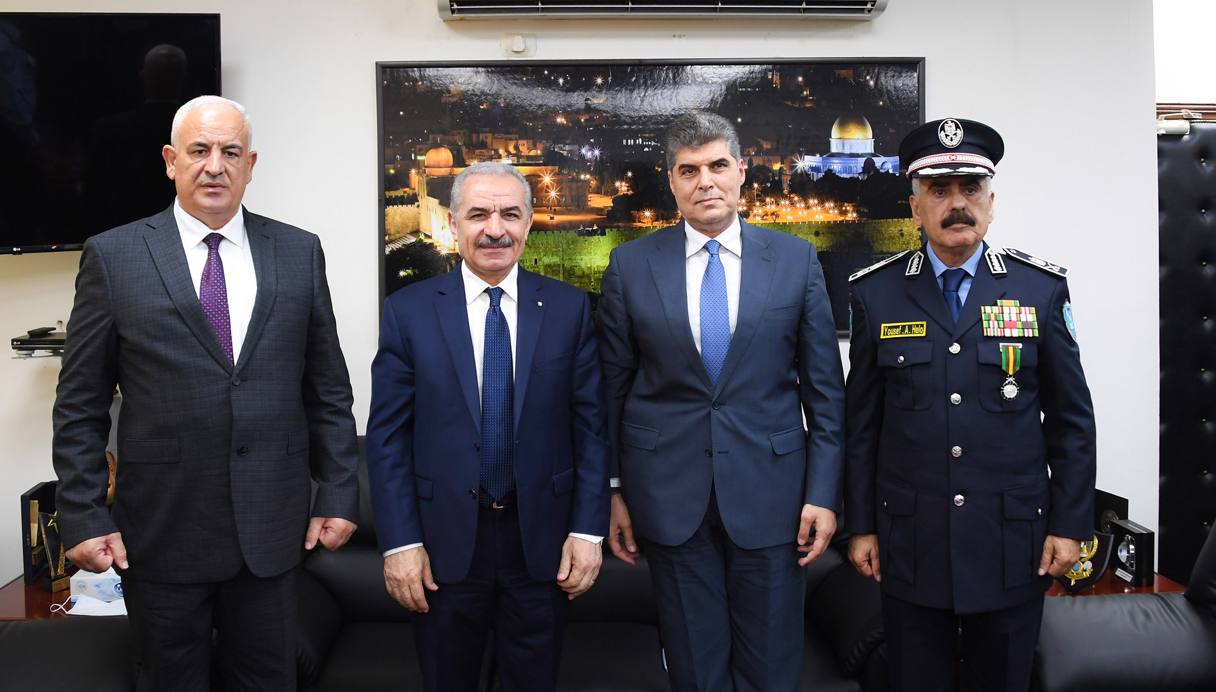 رئيس الوزراء يشهد مراسم تسليم واستلام قيادة جهاز الشرطة
