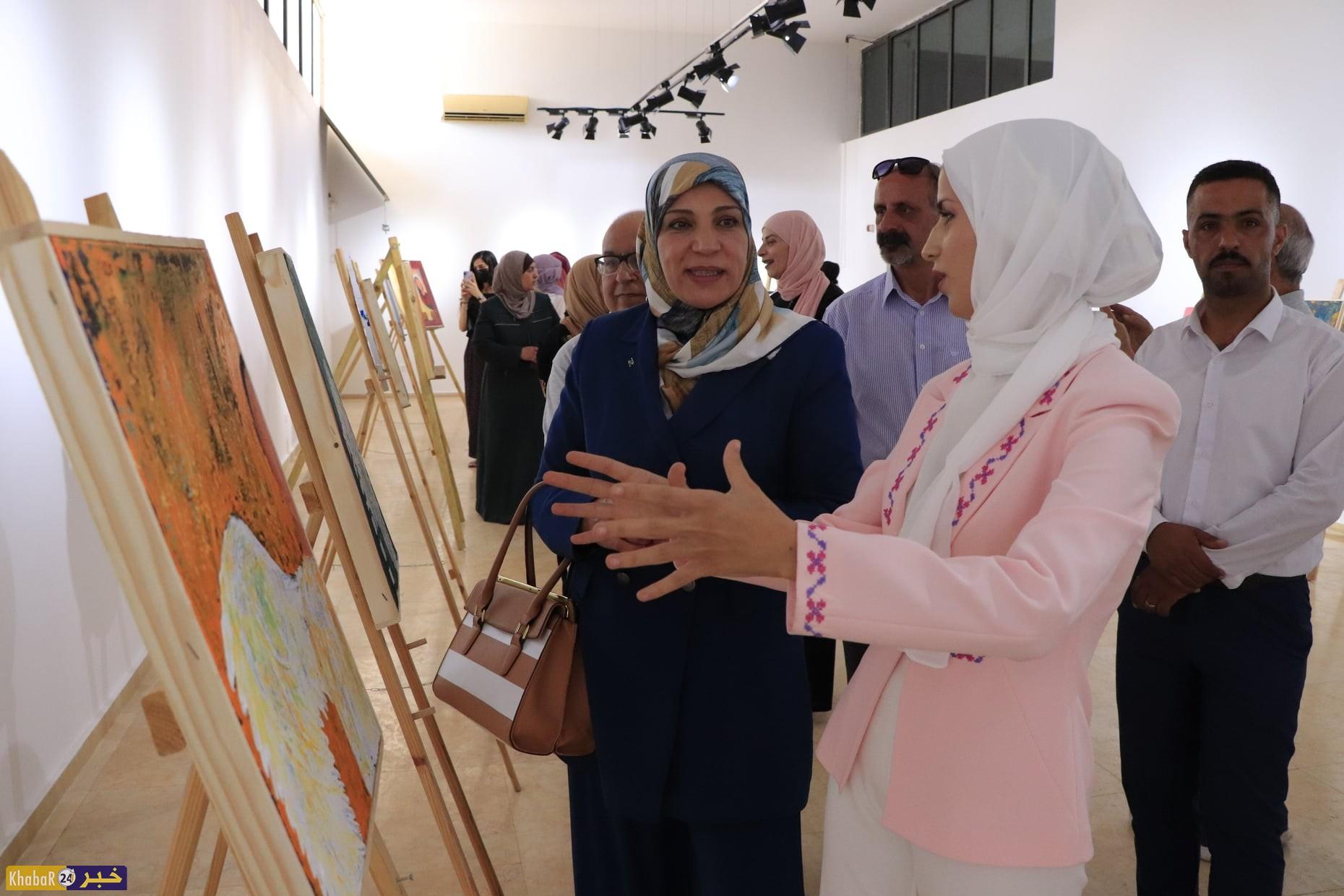 """افتتاح معرض """"النقش بالخاصرة"""" في بيت لحم"""