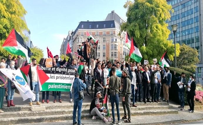 الجاليتة الفلسطينية في بلجيكا ولكسمبورغ تنظم وقفة دعم وإسناد للأسرى