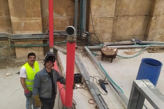 استئناف العمل في تركيب نظام إطفاء في الحرم الإبراهيمي الشريف في الخليل
