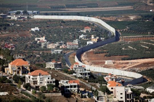 الاحتلال يطلق قنابل في عديسة ومرجعيون جنوب لبنان