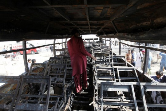 20 قتيلا و50 جريحا في حادث مروري مروع في باكستان