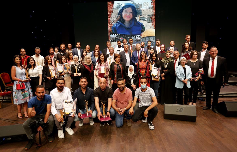 تكريم الصحفيين والمؤسسات الإعلامية الذين تعرضوا لاعتداءات الاحتلال