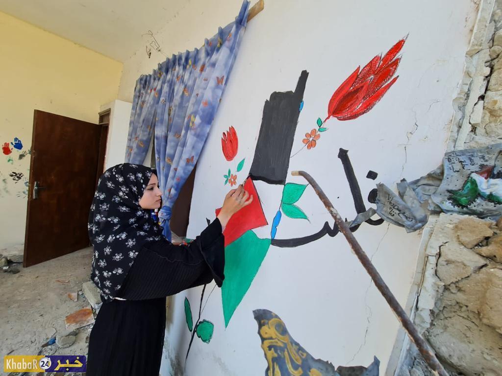 من ركام منزلها المدمر.. الفنانة سجى موسى تقيم أول معرض فني من نوعه