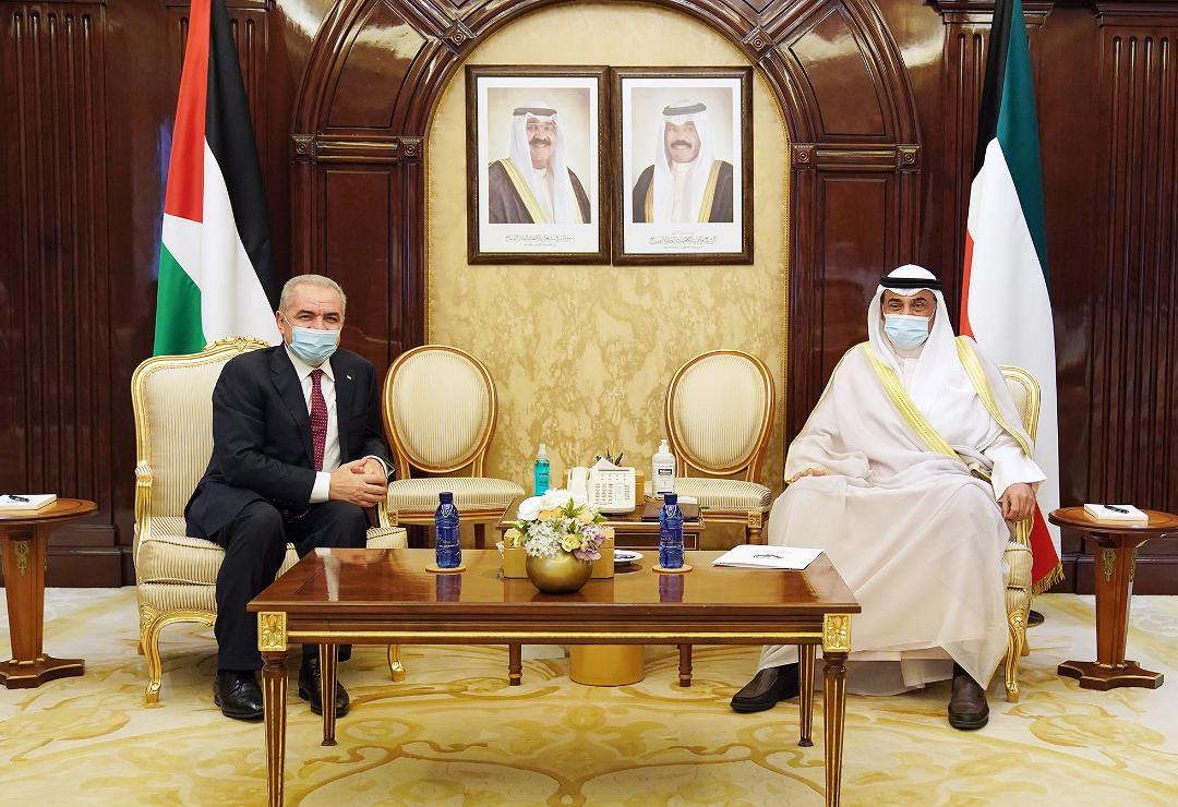 اشتية يلتقي نظيره الكويتي ويبحث معه تعزيز التعاون وعقد اللجنة المشتركة بين البلدين
