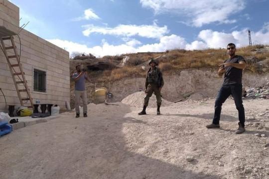 الاحتلال يخطر بهدم منزل في زعترة شرق بيت لحم