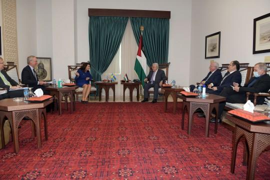 الرئيس يستقبل وزيرة الخارجية السويدية ويطلعها على آخر مستجادت الأوضاع في الأراضي الفلسطينية