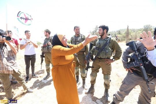 الاحتلال يقمع وقفة احتجاجية رفضا لاعتداءات المستوطنين بحق اهالي التواني جنوب الخليل