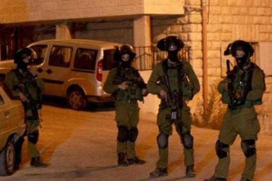 الاحتلال يشن حملة اعتقالات في الضفة والقدس طالت أسرى محررين
