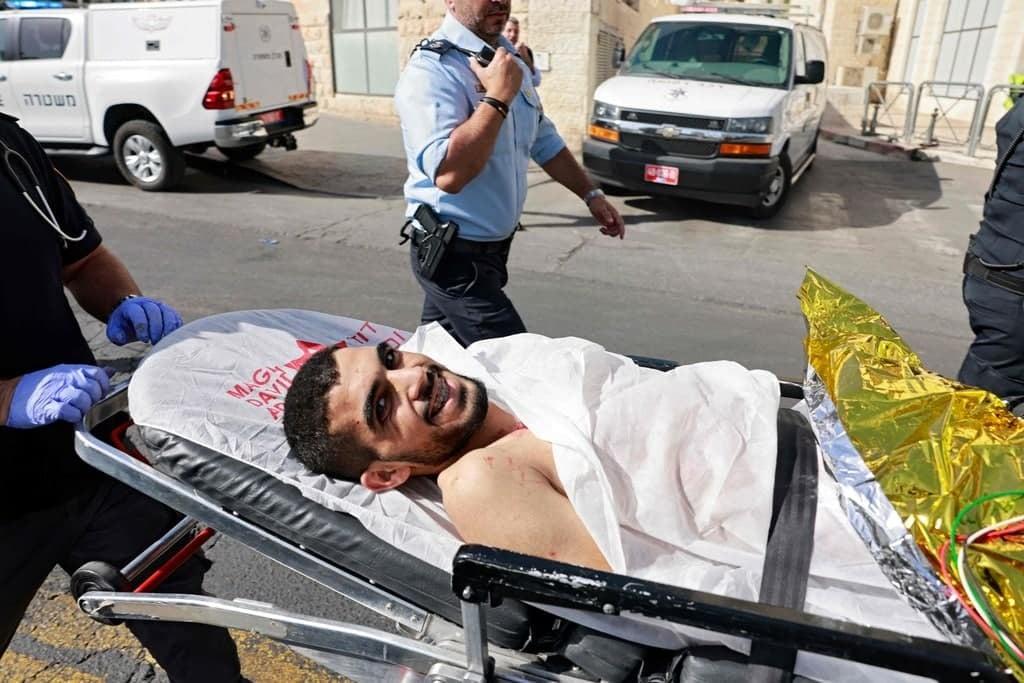 محكمة الاحتلال تمدد توقيف الأسير الجريح باسم شوامرة لخمسة أيام