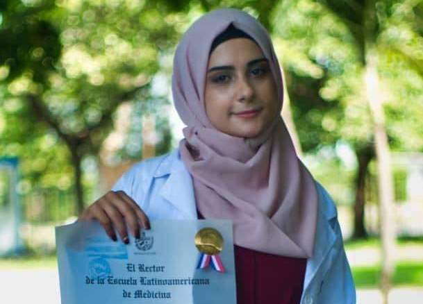 قصة تفوق.. دكتورة فلسطينية تجتاز الامتحان الوطني الكوبي للطب البشري بعلامة 100%