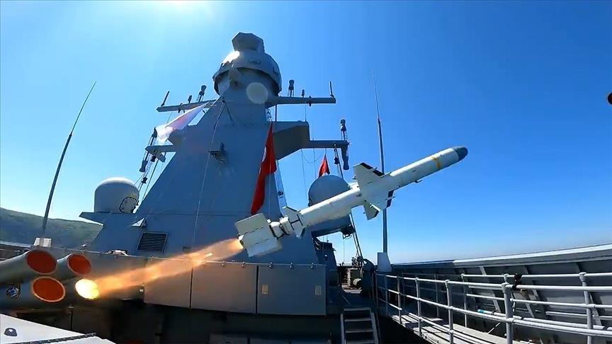 """أردوغان يعلن نجاح اختبار صاروخ """"أطمجه"""" المضاد للسفن"""