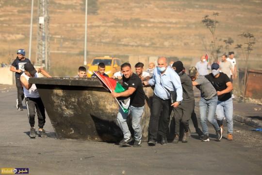 مواجهات بين الشبان وقوات الاحتلال على المدخل الشمالي لمدينة البيرة الاحد 17 ايار 2021