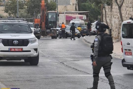 بلدية الاحتلال في القدس تهدم أساسات جدار استنادي ومغسلة في سلوان